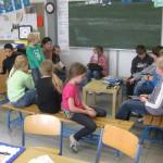Schüler bei der Präsentation von Ergebnissen aus einer Werkstatt